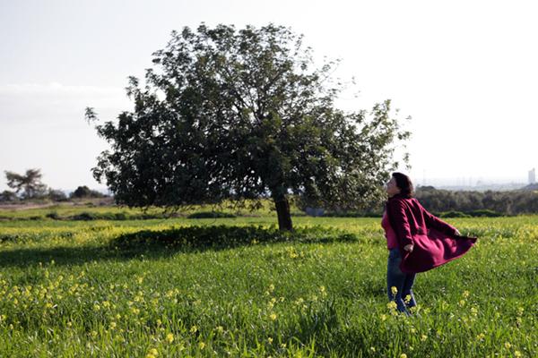 penny-dancing-in-field